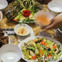 What does a traditional Vietnamese dinner look like?