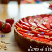 Strawberry tart (gluten free, vegan and raw)